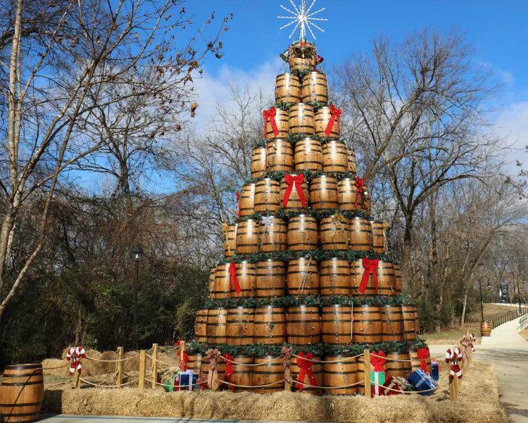 jack-daniels-whiskey-christmas-tree